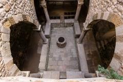 Cloître inférieur et puits