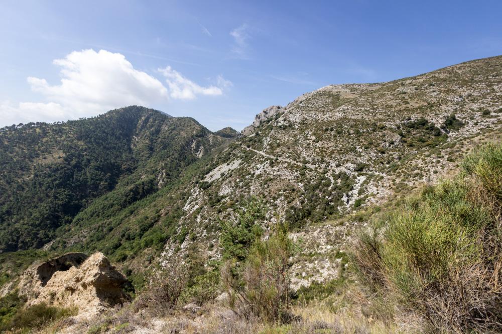 Chemin d'accès à Rocca Spavièra